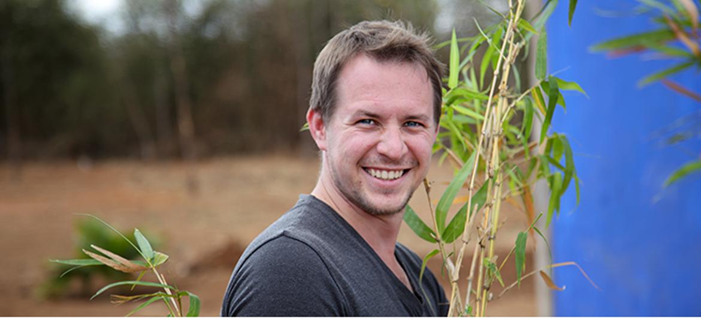Ambtenaar plant 300.000 bomen in Kenia
