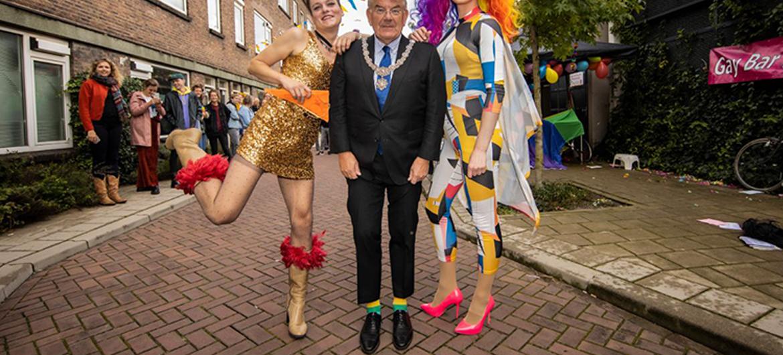 Utrechter tovert buurtfeest om in Pride