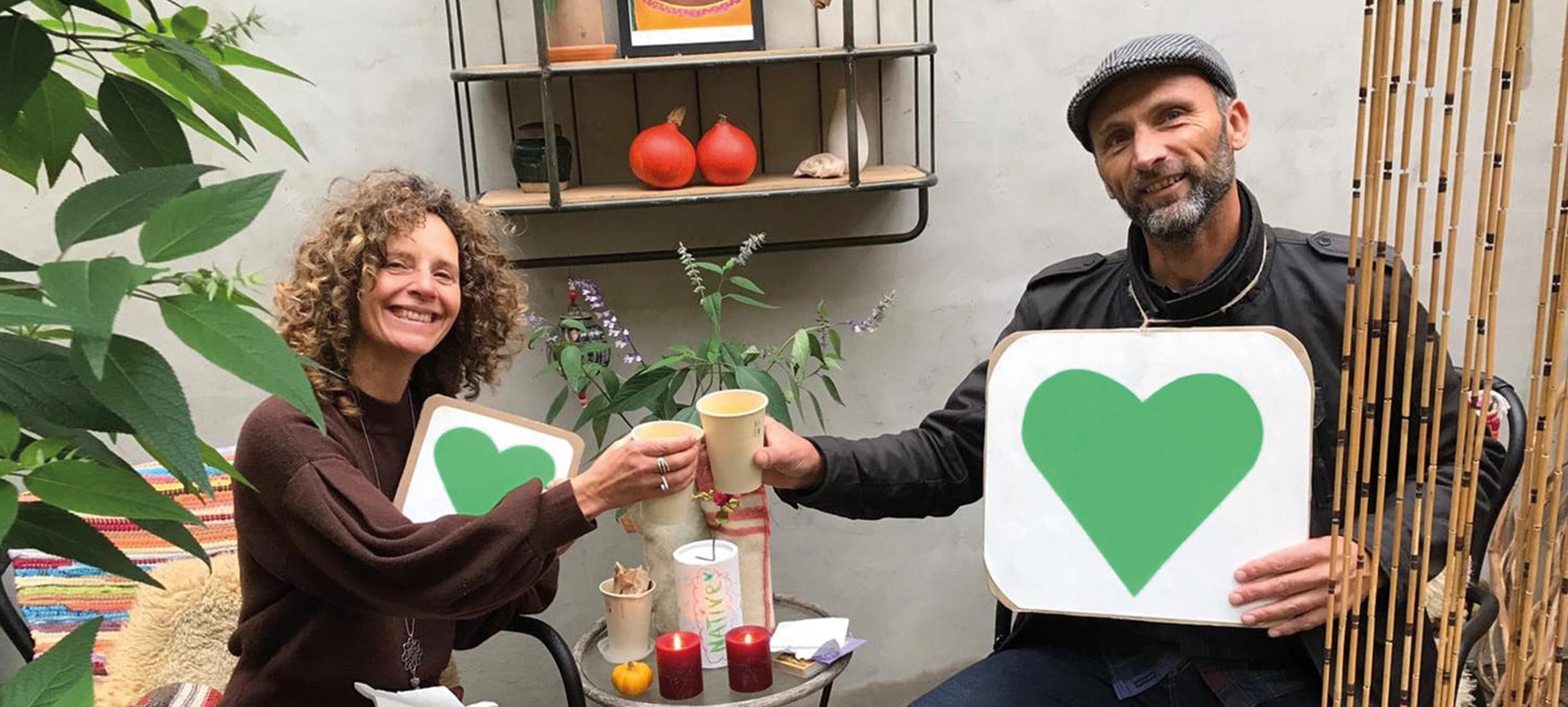 Robbert fietst elke dag door Haarlem met een groot groen hart