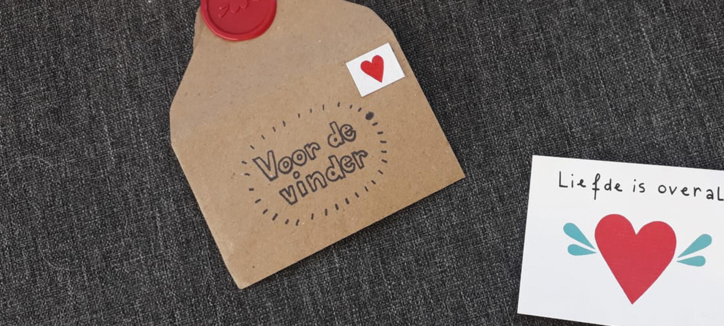 'Voor de vinder': Sophie verrast onbekenden met lieve briefjes