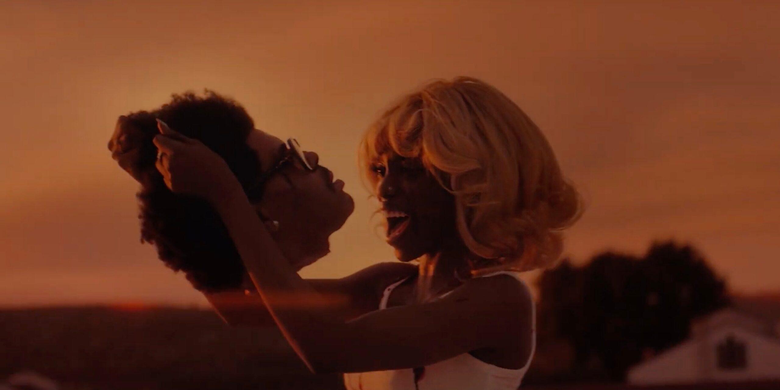 Check de 80s horrorserie van The Weeknd